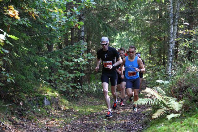 Jarle Wermskog og Lars Petter Stormo i første skogsparti på Montebelloløpet