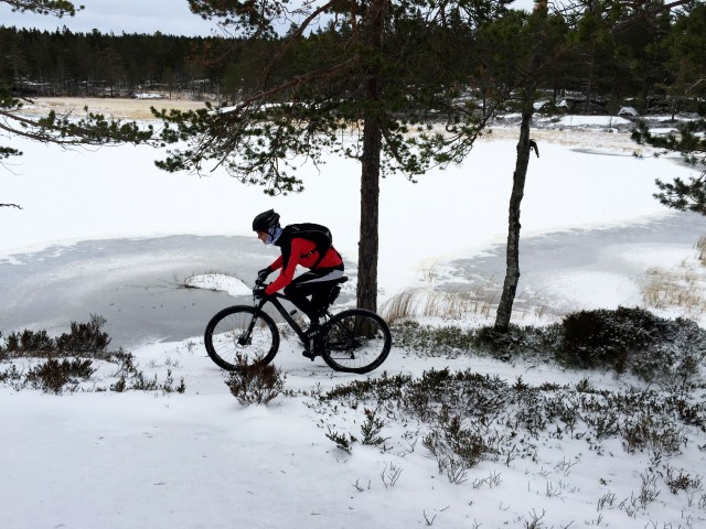 Vintersykling i Drammensmarka med piggdekk og vintersykkelsko
