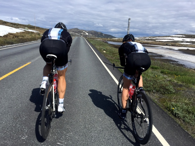 Lars Petter og Trude Stormo tester Norseman-løypa