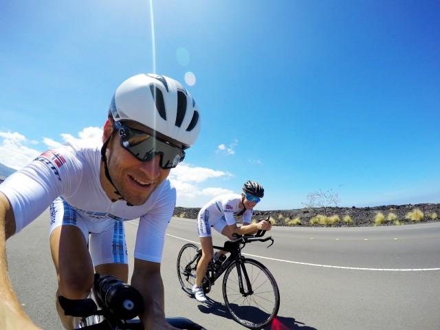 lars-petter-og-trude-stormo-sykler-pa-queen-k-highway-hawaii