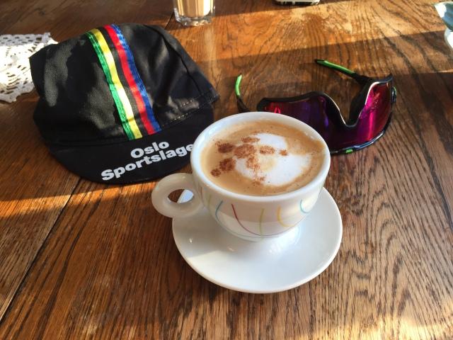 kaffestopp-pa-sykkeltur-happytimes